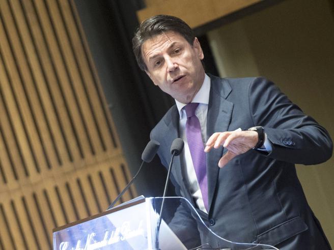 Manovra 2020 e pensioni, Conte: «Quota 100 resta». Italia Viva: «No barricate, ma si rischia il burrone»