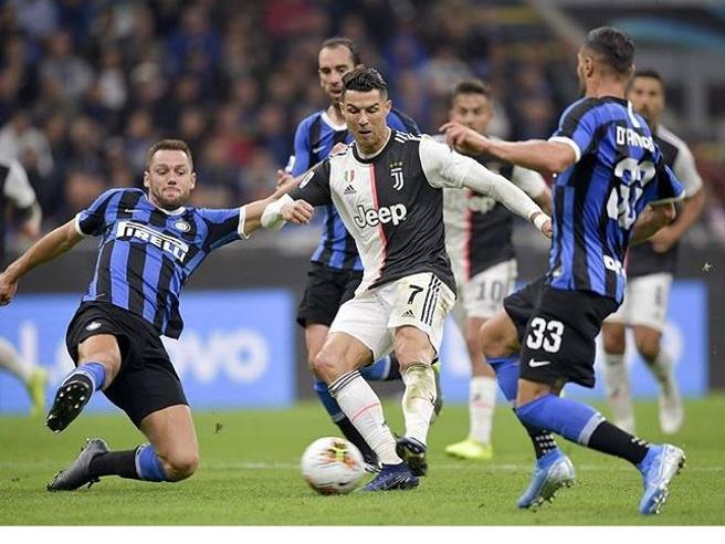 Instagram, Cristiano Ronaldo guadagna 43 milioni, il doppio di Messi