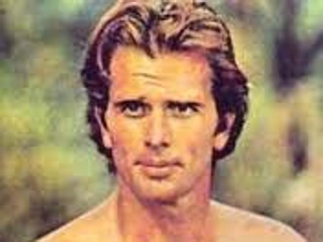 La moglie di Ron Ely (che fu  Tarzan in tv) uccisa  dal figlio a coltellate
