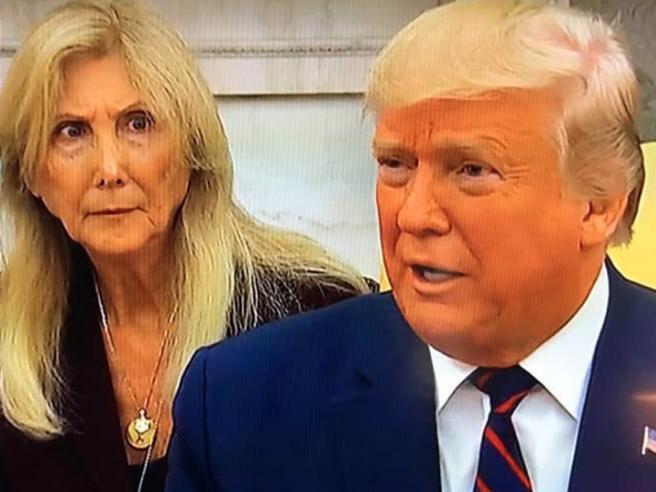 Chi è l'interprete della Casa Bianca del video virale con Trump