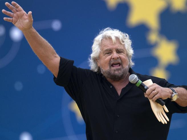 La provocazione di Beppe Grillo: «E se togliessimo il voto agli anziani?». Conte: «Facciamo un sondaggio»