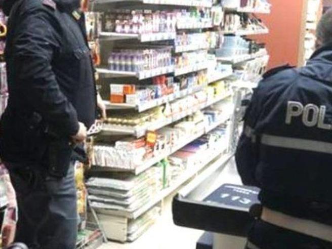 Bolzano, ruba un dentifricio e uno shampoo, muore d'infarto all'arrivo della polizia
