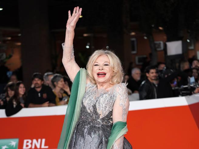Festa del Cinema di Roma: le pagelle dei look. Sandra Milo sirenetta (7) e Iole Mazzone cubista (5)