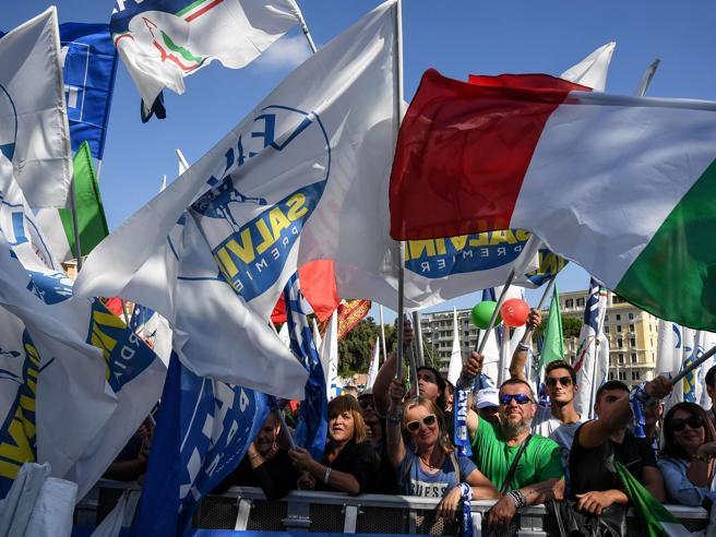 La manifestazione a Roma di Salvini e del centrodestra contro il governo