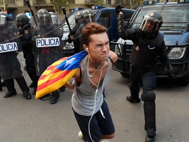 La rivolta permanente catalana: «Non lasceremo la piazza»