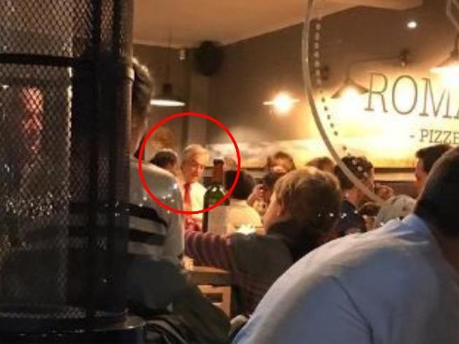 «Il Cile brucia e lui mangia la pizza»: bufera contro  PiñeraTre morti negli scontri| Foto