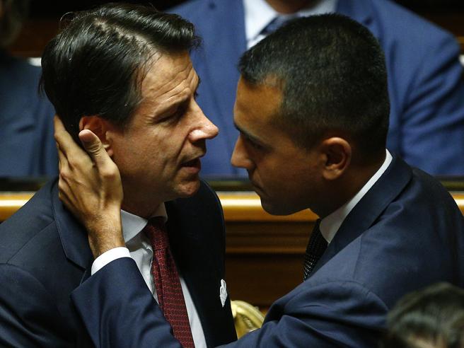Di Maio spiazzato da Conte: questa volta ha esagerato | Il premier: «Chi non fa squadra è fuori»