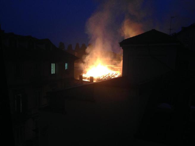 Incendio alla Cavallerizza Reale di Torino Foto   Video