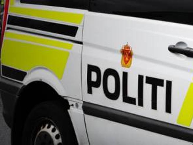 Oslo, uomo armato ruba ambulanza e si lancia sui pedoni: diversi feriti