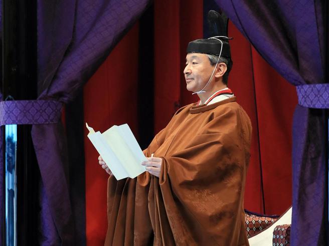 Giappone,  Naruhito imperatore: le foto della cerimonia