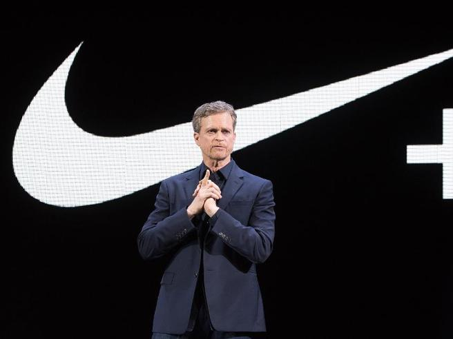 Nike, lascia lo storico manager Mark Parker: le ombre dello scandalo sul doping