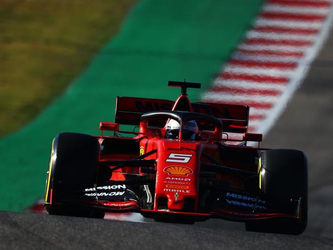 F1, Gp ad Austin. Bottas in pole davanti a Vettel. Hamilton solo quinto