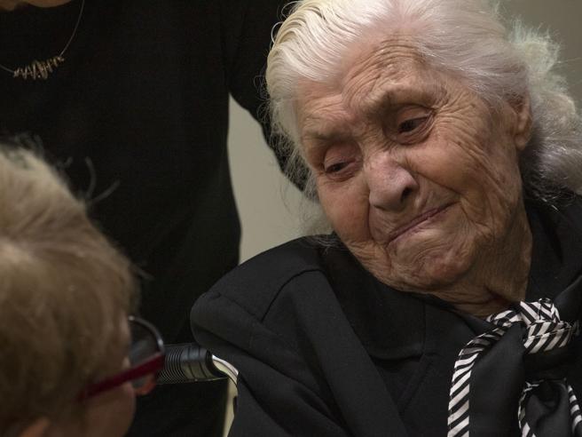 A 92 anni riabbraccia i «ragazzi» ebrei che aveva salvato dai nazisti