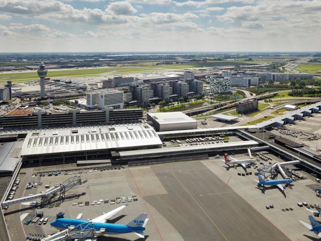 Falso l'allarme dirottamento  ad Amsterdam.  «Attivato per errore»| Codice 7500, così scatta l'emergenza a bordo