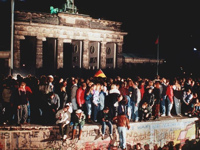 Muro di Berlino, un lungo addio. Quel collasso veniva da lontano