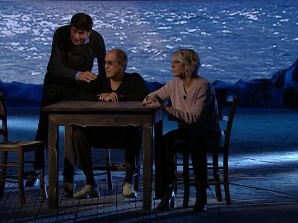 Celentano (con Morandi e De Filippi), questa volta è show. Niente sermoni, solo canzoni (da applausi)