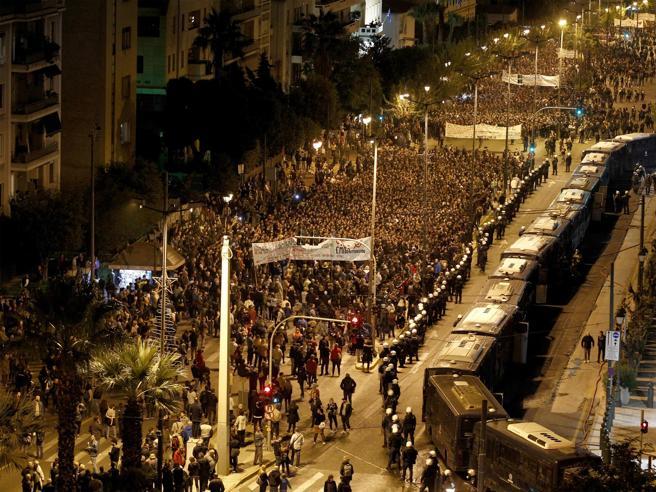 Grecia in piazza per ricordare la rivolta del 1973 contro i colonnelli