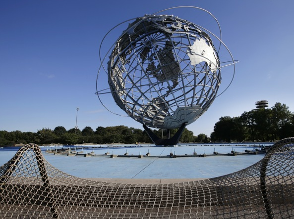 La scultura di Ai Weiwei  «Circle Fence» a New York (foto Ap)