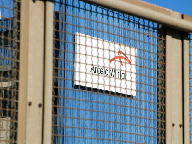 Ex Ilva, ora Arcelor Mittal sospende il bloccoGualtieri: sì