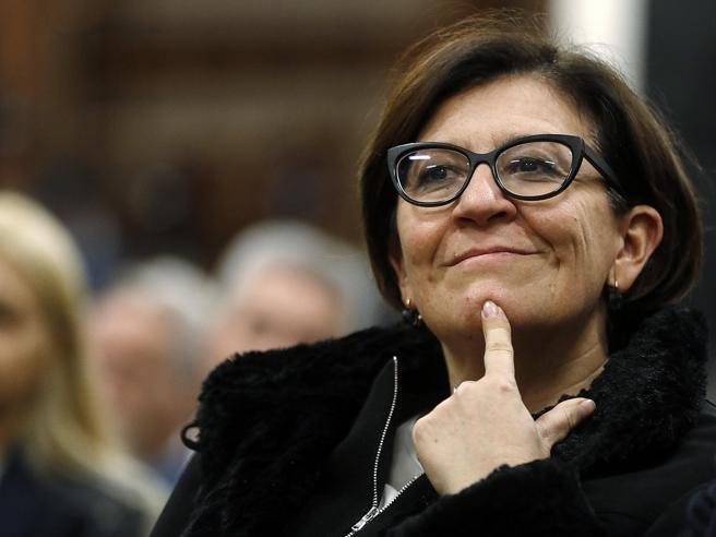 L'ex ministra Trenta e il marito pagavano 141 euro d'affitto per la casa