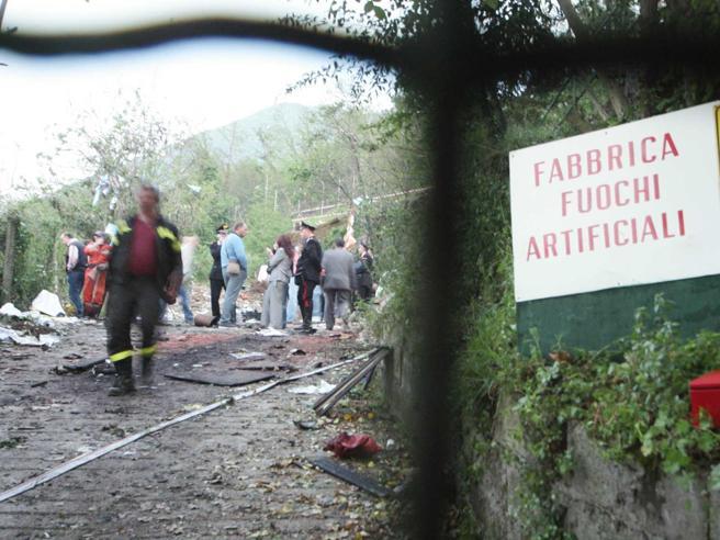 Barcellona Pozzo di Gotto: esplode fabbrica di fuochi d'arti