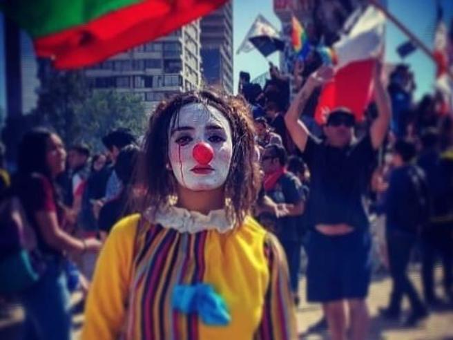 Cile, Daniela «el Mimo» trovata impiccata: «Torturata e violentata per aver partecipato alle proteste»