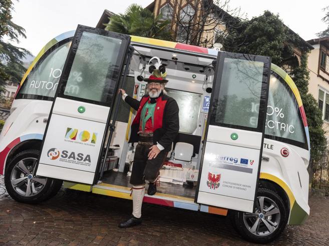 L' autobus senza autista: è elettrico e privo di volante   A bordo 15  passeggeri