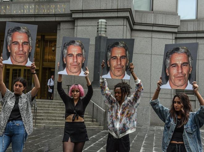Epstein, le ultime ore: «Tempesta perfetta di errori e scemenze»