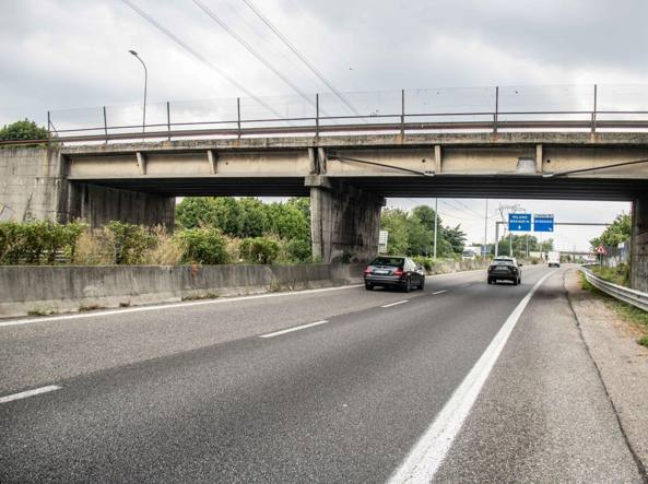 Un viadotto sulla Milano-Meda (Lapresse)