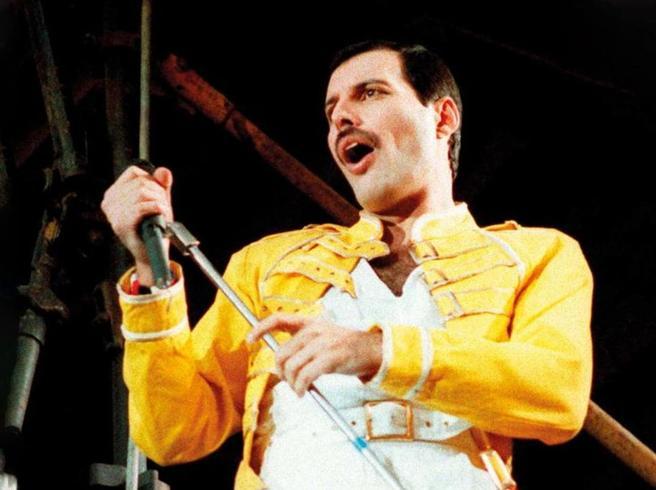Freddie Mercury avrebbe compiuto 74 anni, tutti i suoi segreti, da Bohemian Rhapsody al vero testamento