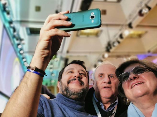 Salvini contro Grillo: «Ha tradito il popolo dei 5 Stelle. La mia porta è aperta»