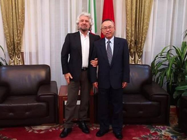 Grillo e le visite top secret all'ambasciatore cinese, è polemica