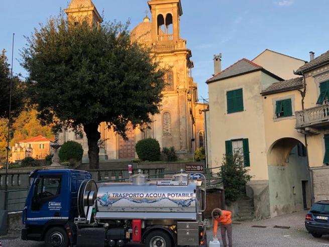 «Qui si muove tutto»: la Liguria isolata tra dissesto idrogeologico, famiglie sfollate e acqua che manca