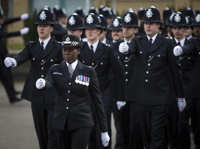 La super poliziotta  rovinata dal video hard    che non sapeva di avere