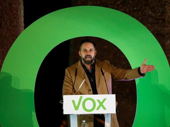 Abascal: «Esalto il nazionalismo e non giudico Franco. La Spagna è in pericolo bandiamo i separatisti»