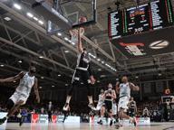 Basket, Virtus Bologna sempre perfetta: la 10ª è contro Cantù