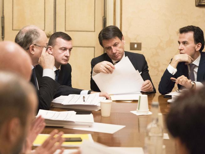 Muro di Italia viva, salta intesa su manovraSulle tasse Conte chiede soluzioni al TesoroRenzi: «Litigano su tutto, al 50% si vota»
