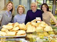Luini festeggia i 70 anni, da nonna Giuseppina alle nipoti al comando