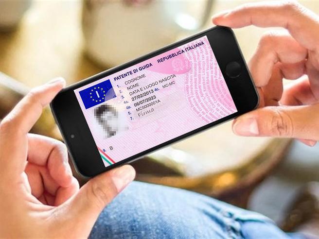 Patente e carta d'identità diventano app da tenere sullo smartphone È l'addio al portafogli?