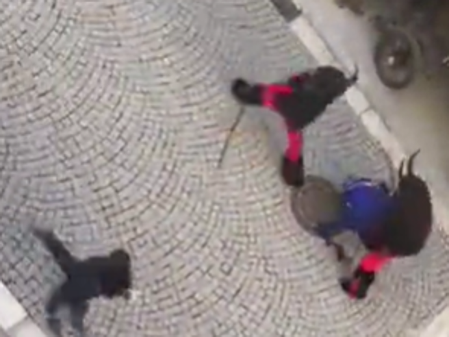 Krampus, violenza e botte a Vipiteno: bastonate ai passant
