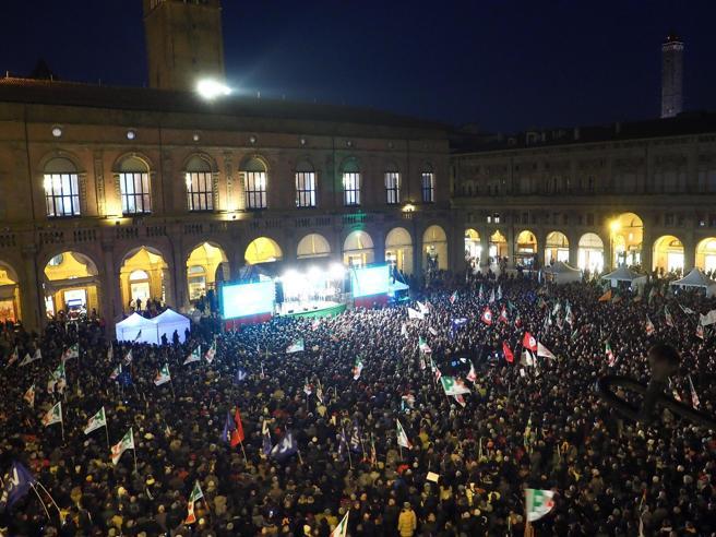 In diecimila per Bonaccini(si presenta anche Prodi)L'appello agli elettori M5S