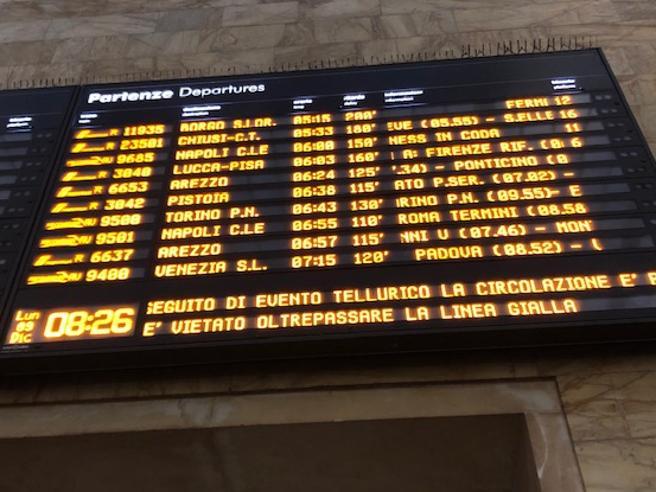 Firenze, treni bloccati dopo il terremoto: l'Italia dell'alt