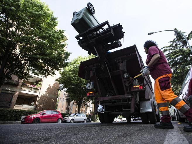 Roma, scoppia il caso dei netturbini: uno su tre è inabile al lavoro