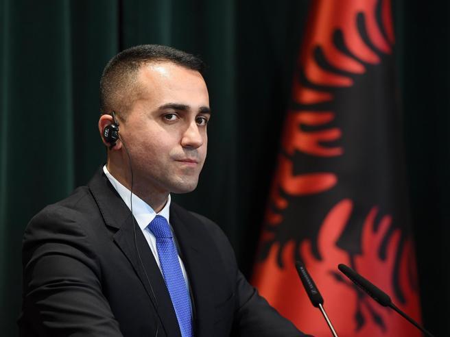 Salva Stati, strappo 5 Stelle Di Maio ai suoi dall'Albania:
