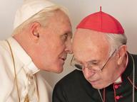 «I due Papi» Hopkins e Pryce tormentati dagli scandali in Vaticano