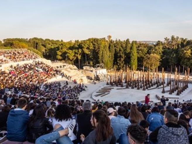 A Siracusa nasce il «Bosco delle Troiane»: piantati mille lecci (nel nome di Euripide)