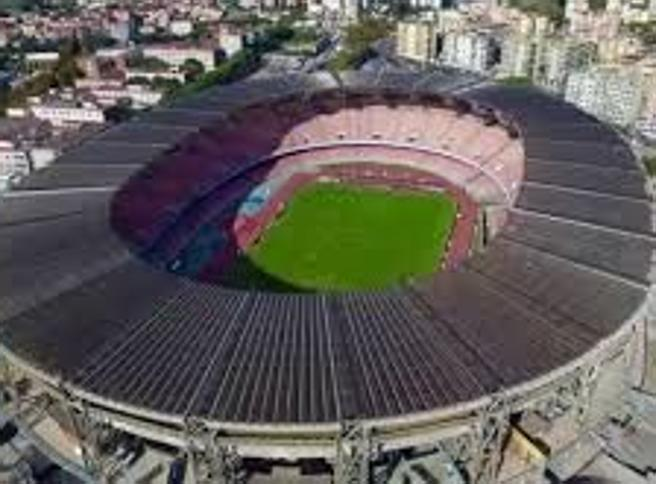 Napoli-Parma si gioca alle 18.30: per il maltempo caduti pezzi del tetto del San Paolo