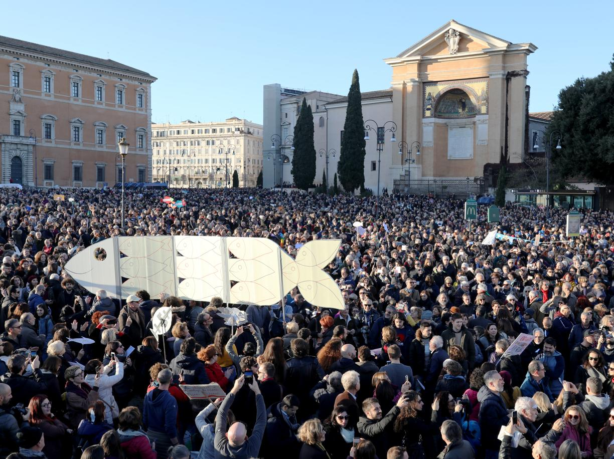 Sardine in piazza a Roma (Getty Images)