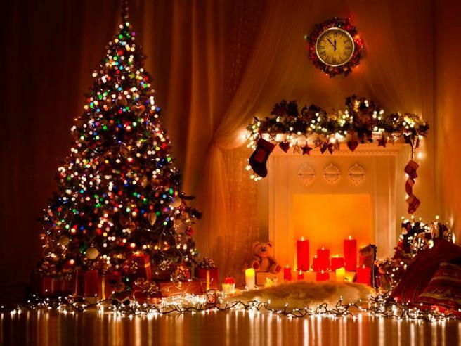 Auguri di buon Natale 2019 Come-mettere-le-luci-sullalbero-di-Natale-k6SE-U3160128367787KzD-656x492@Corriere-Web-Sezioni