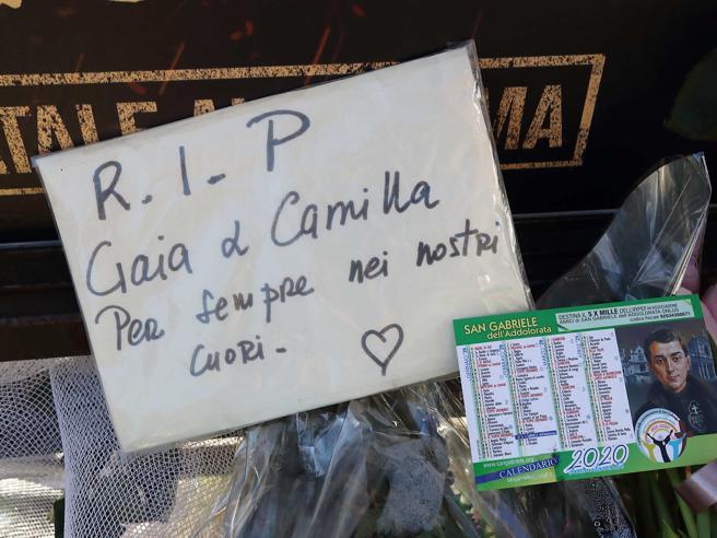 Gaia e Camilla, migliaia di persone ai funerali a Roma